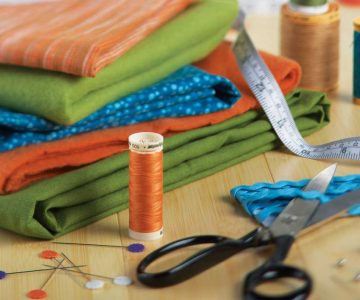 O que considerar ao selecionar materiais e modelos de uniforme para sua empresa